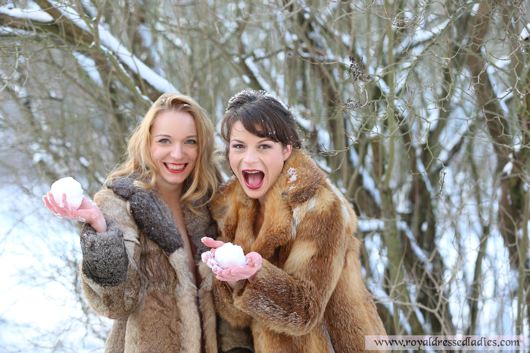 Girls snow nude christmas