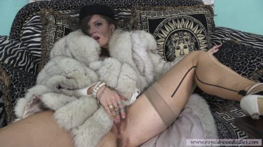 Cherry Lady beim Pelz ankleiden Teil 2 - RDL - Pelz Fetisch Erotik