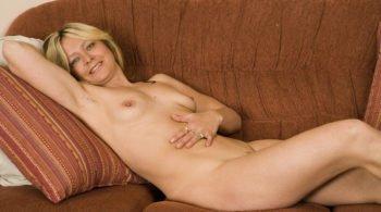 Reife Frau fickt sich mit riesigem Dildo - RDL - Mature Fetisch Sex