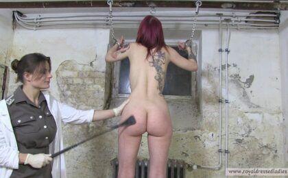 Lesben Gefaengnis Demuetigung Disziplin Strafe Teil 2
