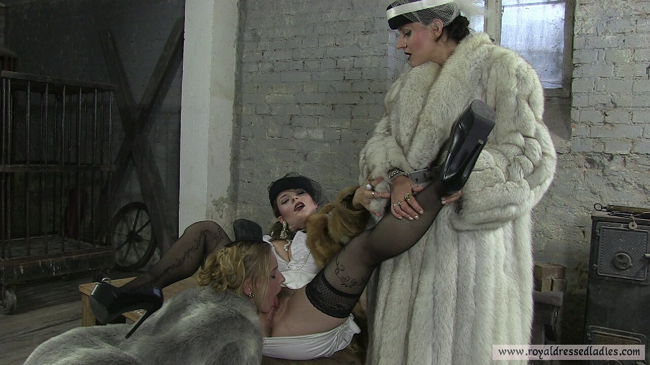 Three depraved lesbian fur bitches licking pussy