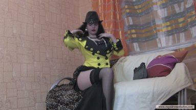 Foxy Lady bekommt Kitzler zum ficken - RDL - Satin Fetisch Erotik Movie