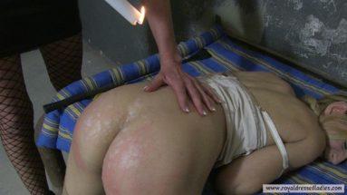 Heisses Wachs auf nackter Haut Gefoltert und ausgepeitscht Teil 2