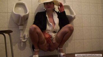 Komplett gekleidete Dame pisst in Toilette - RDL -Fully Clothed Sex