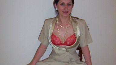 Schlampe Anastasia in Satin Reizwaesche - RDL - Satin Kleidung Fetisch