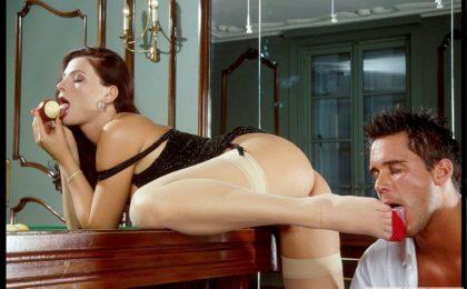 Sekretaerin masturbiert in Overknee-Stiefel - RDL - Fetisch Kleider Sex