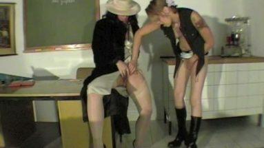 Sexunterricht mit Lesbenlehrerin Teil 2 - RDL - Doggy Style