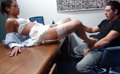 Couple gets office fuck - Pärchen Ficki Ficki auf dem Bürotisch