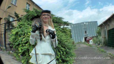 Lady for a walk with raccoon - RDL - Tierisch erotische Beziehung