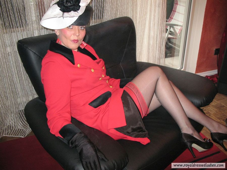 Milf smokes in red nylons